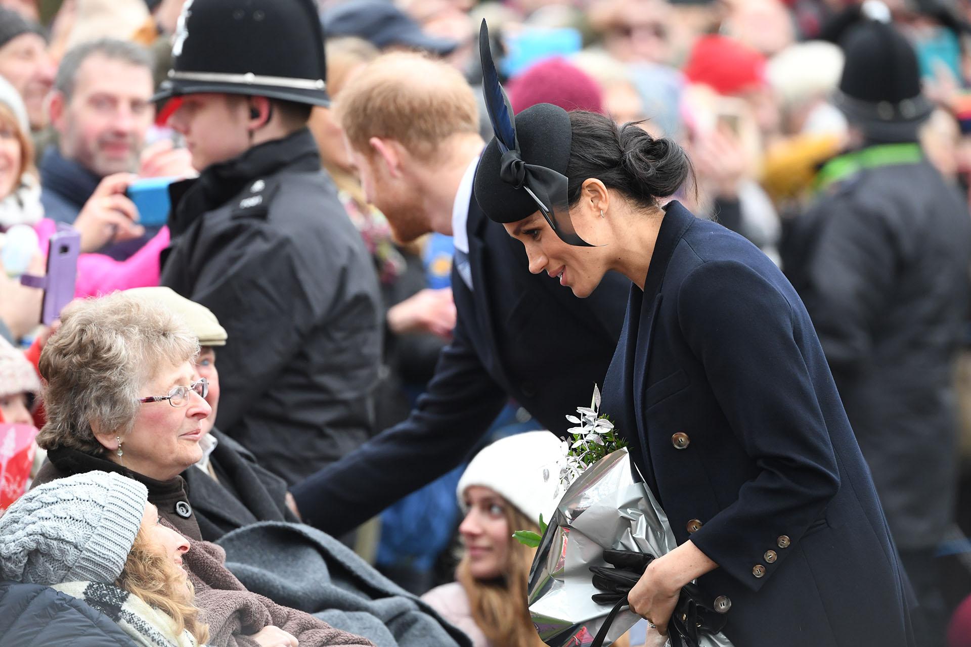 Para el servicio religioso del día de Navidad en Sandringham, Meghan vistió un conjunto de Victoria Beckham con un sombrero a juego de Philip Treacy y botas Stuart Weitzman (AFP)