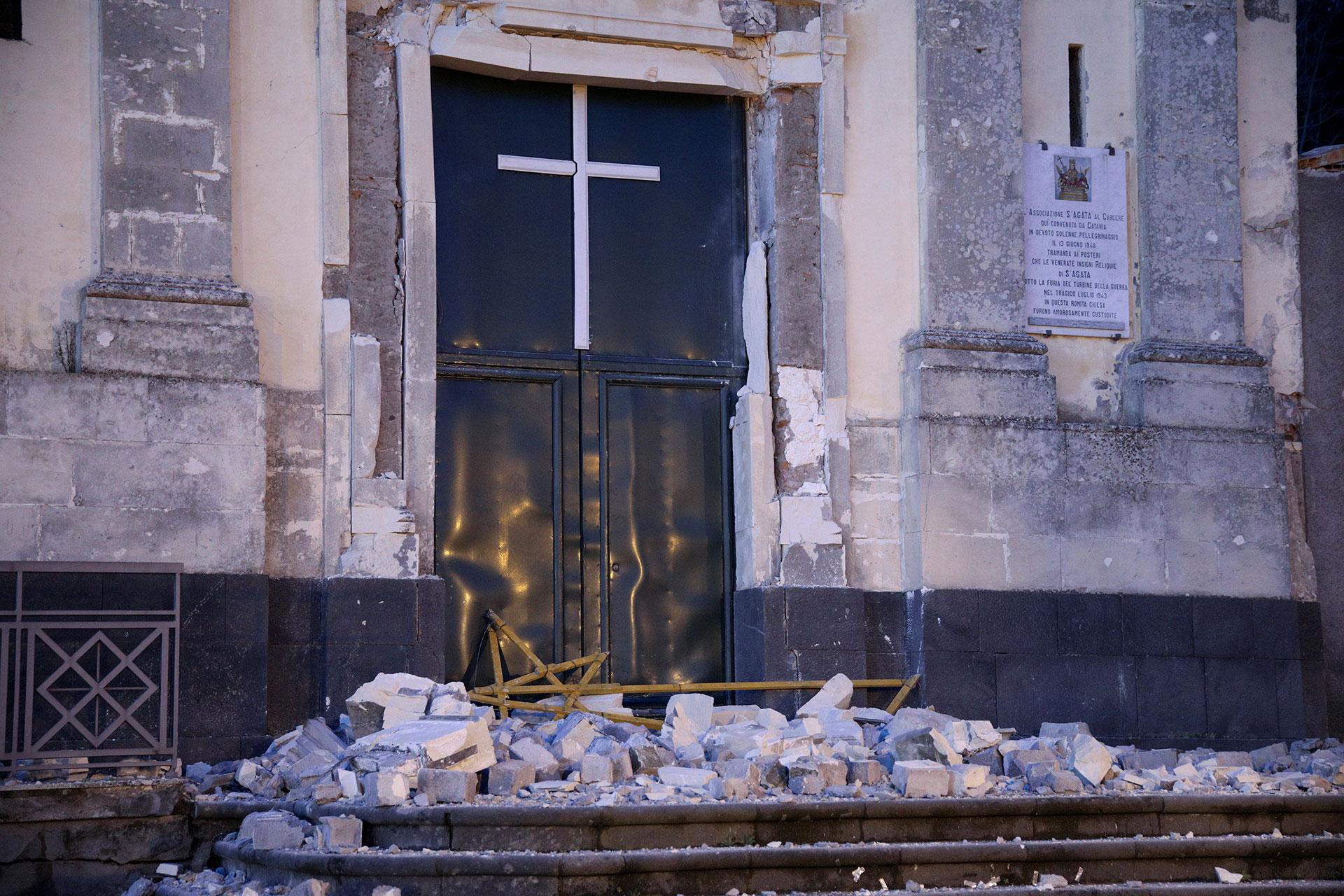 Una iglesia en Catania que resultó dañada (Reuters)