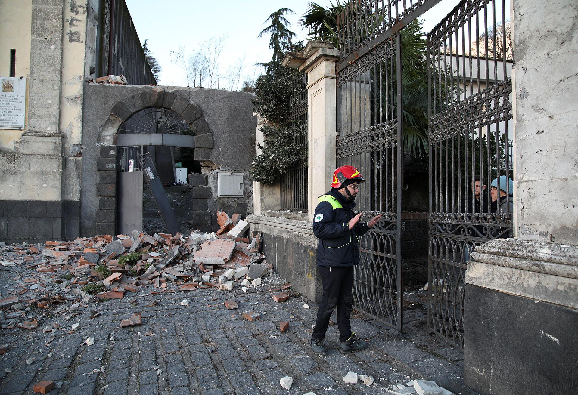 Los equipos de emergencia respondieron de inmediato (Reuters)
