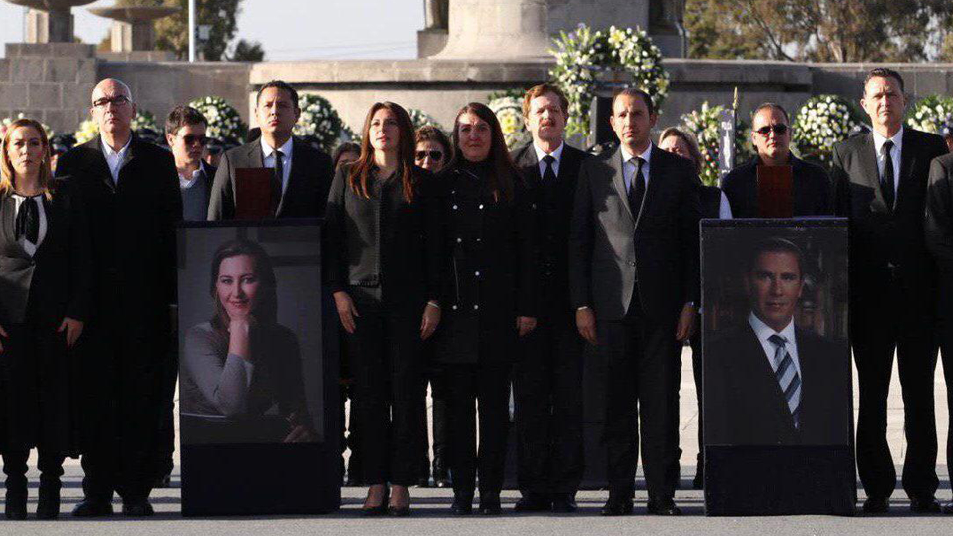 Representantes de distintos partidos políticos durante los funerales (Foto: Cortesía)