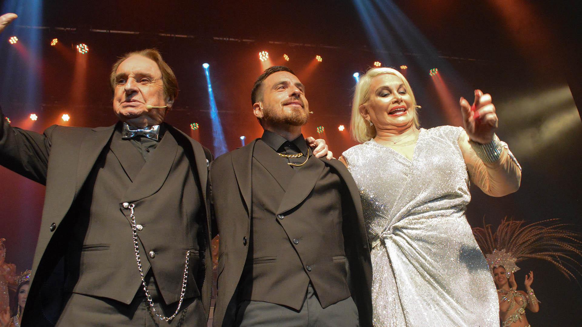Santiago Bal, Federico y Carmen Barbieri, en el teatro Atlas