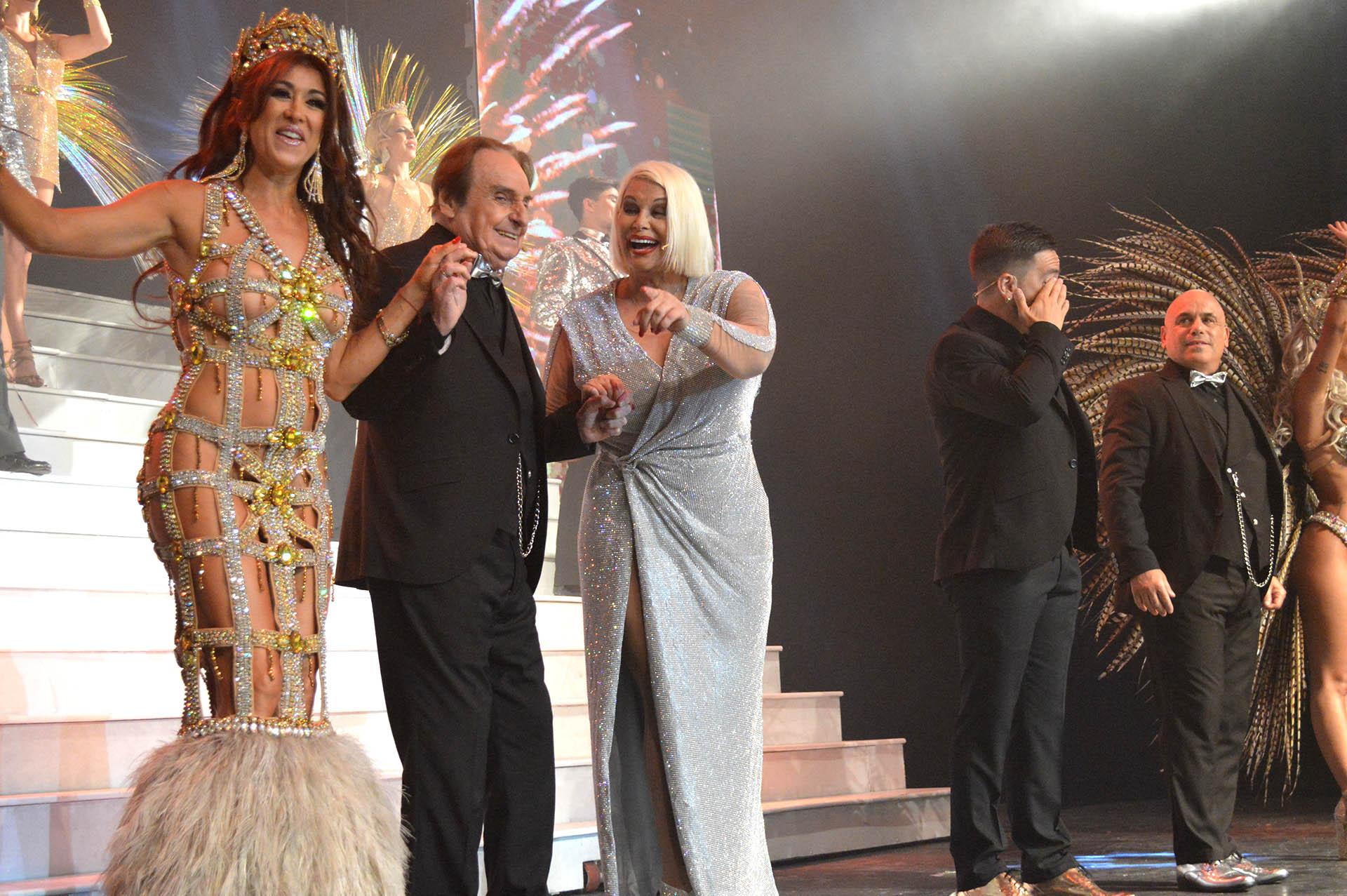 Valeria Archimó, Santiago Bal y Carmen Barbieri en el saludo final