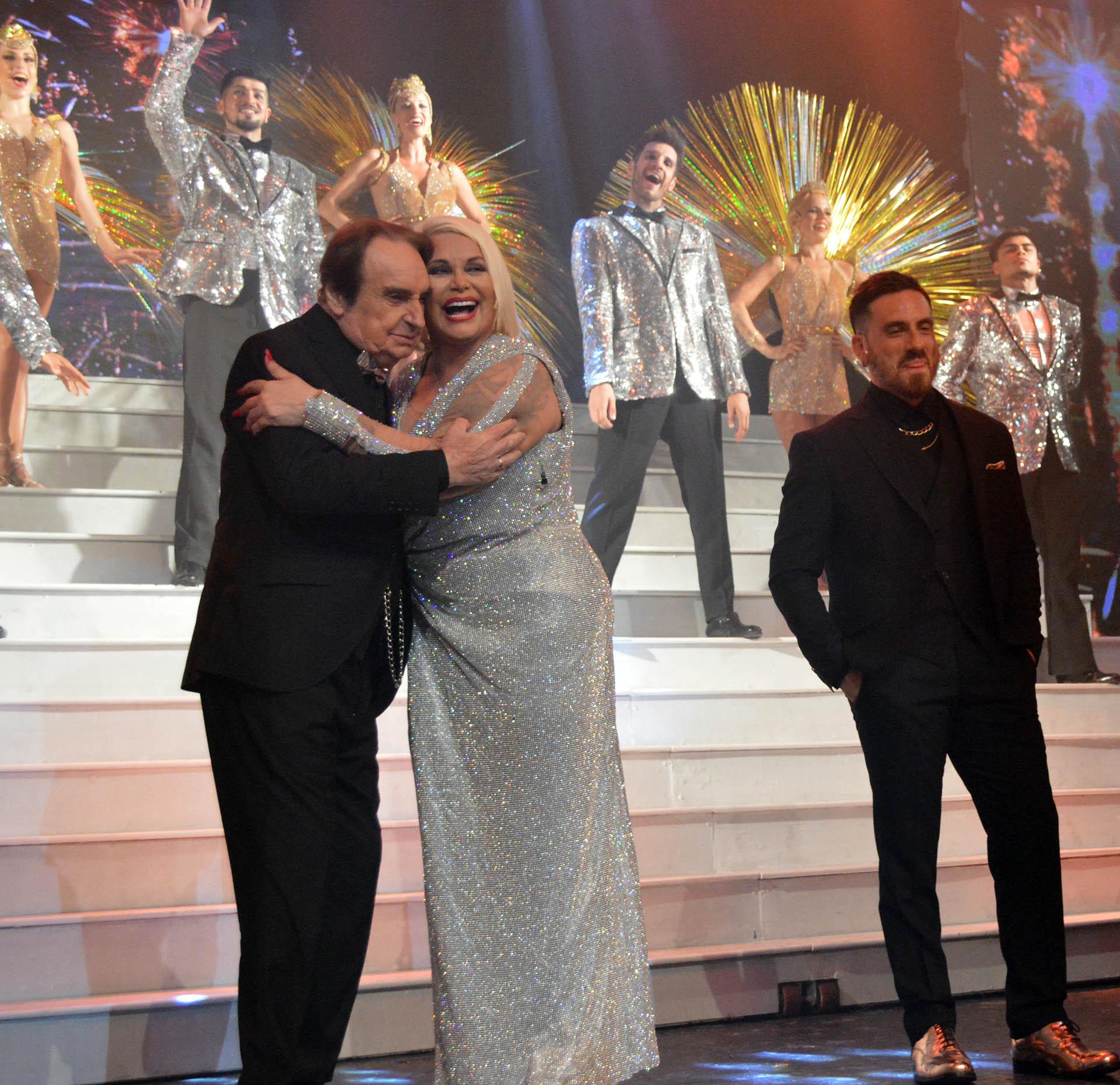 El abrazo entre Santiago Bal y Carmen Barbieri