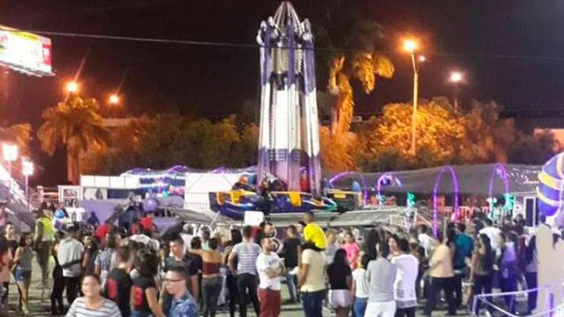 Los asistentes llamaron a los Bomberos para atender la emergencia pero el parque impidió su entrada, hecho por el que serán investigados.