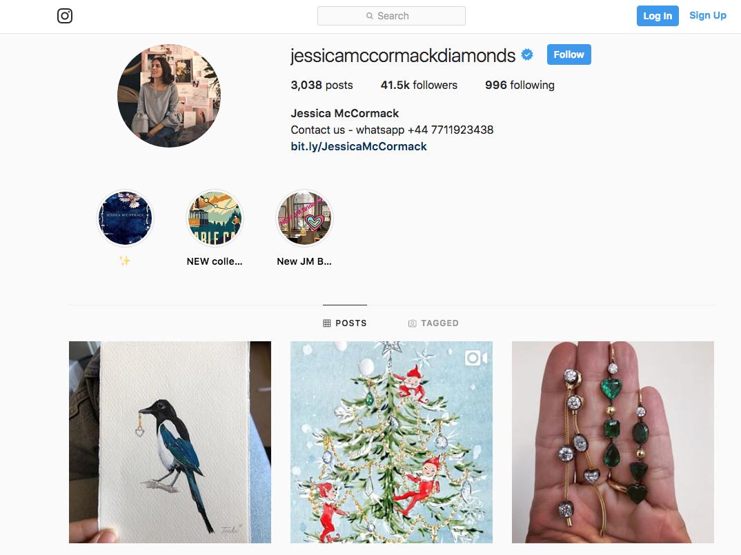 La joyera británica Jessica McCormack incluye su teléfono para compramediante WhatsApp en su descripción en Instagram.