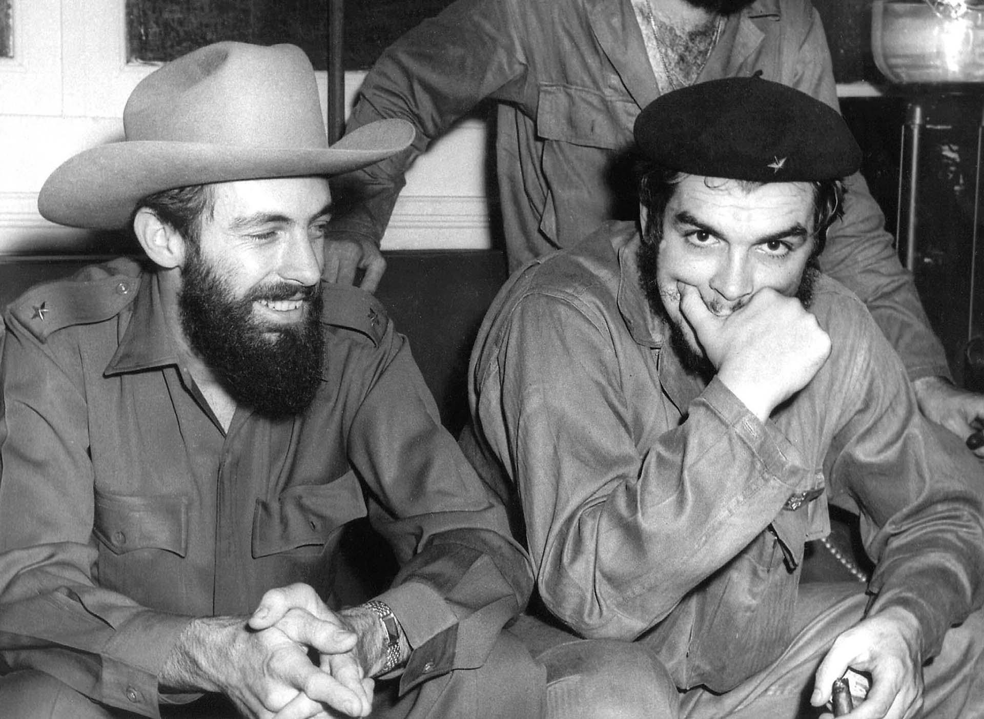Camilo Cienfuegos y Ernesto Che Guevara en La Habana, en agosto de 1959