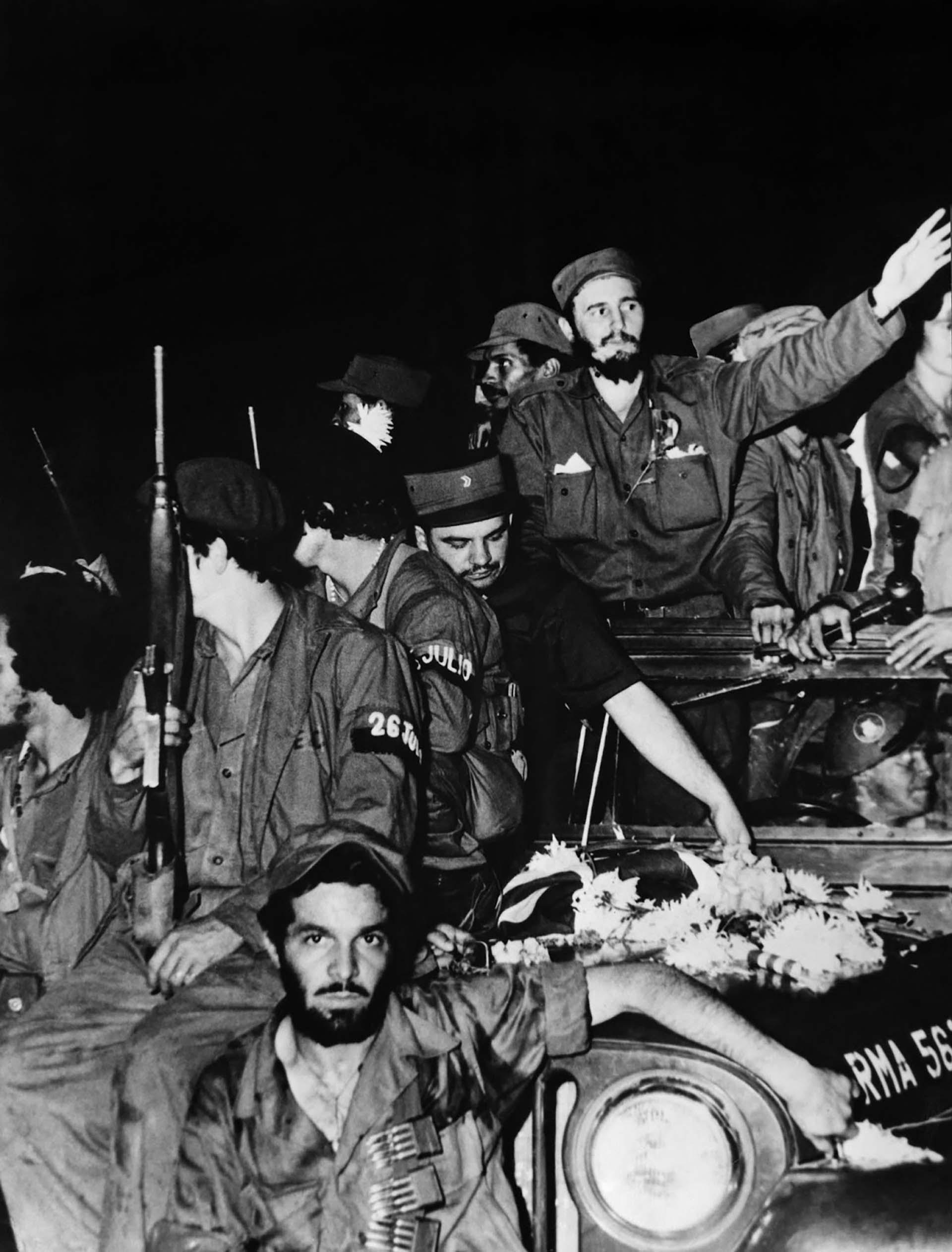 Fidel Castro junto a otros integrantes de la triunfante guerrilla cubana el 4 de enero de 1959