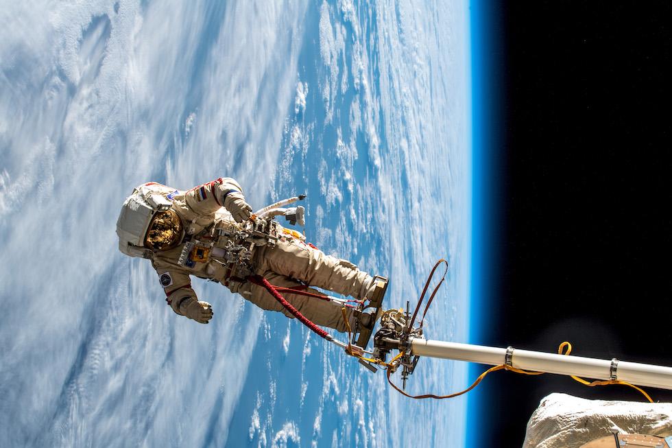 Un cosmonauta ruso durante una caminata espacial(EVA) fuera de la Estación Espacial Internacional el pasado 11 de diciembre (Alexander Gerst / ESA)