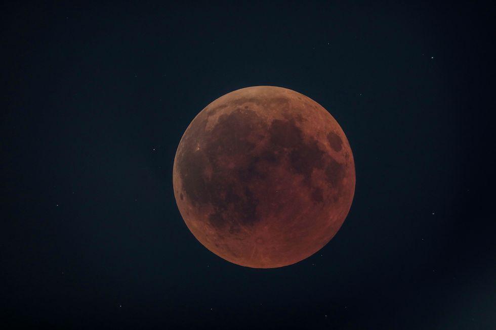 La eclipse lunar del 22 de julio en Oloika, Kenya (Simon Maina / AFP / Getty Images)