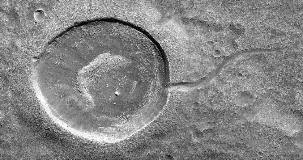 Un cráter de Marte fotografiado por la sonda Mars Reconnaissance Orbiter (MRO) (NASA)