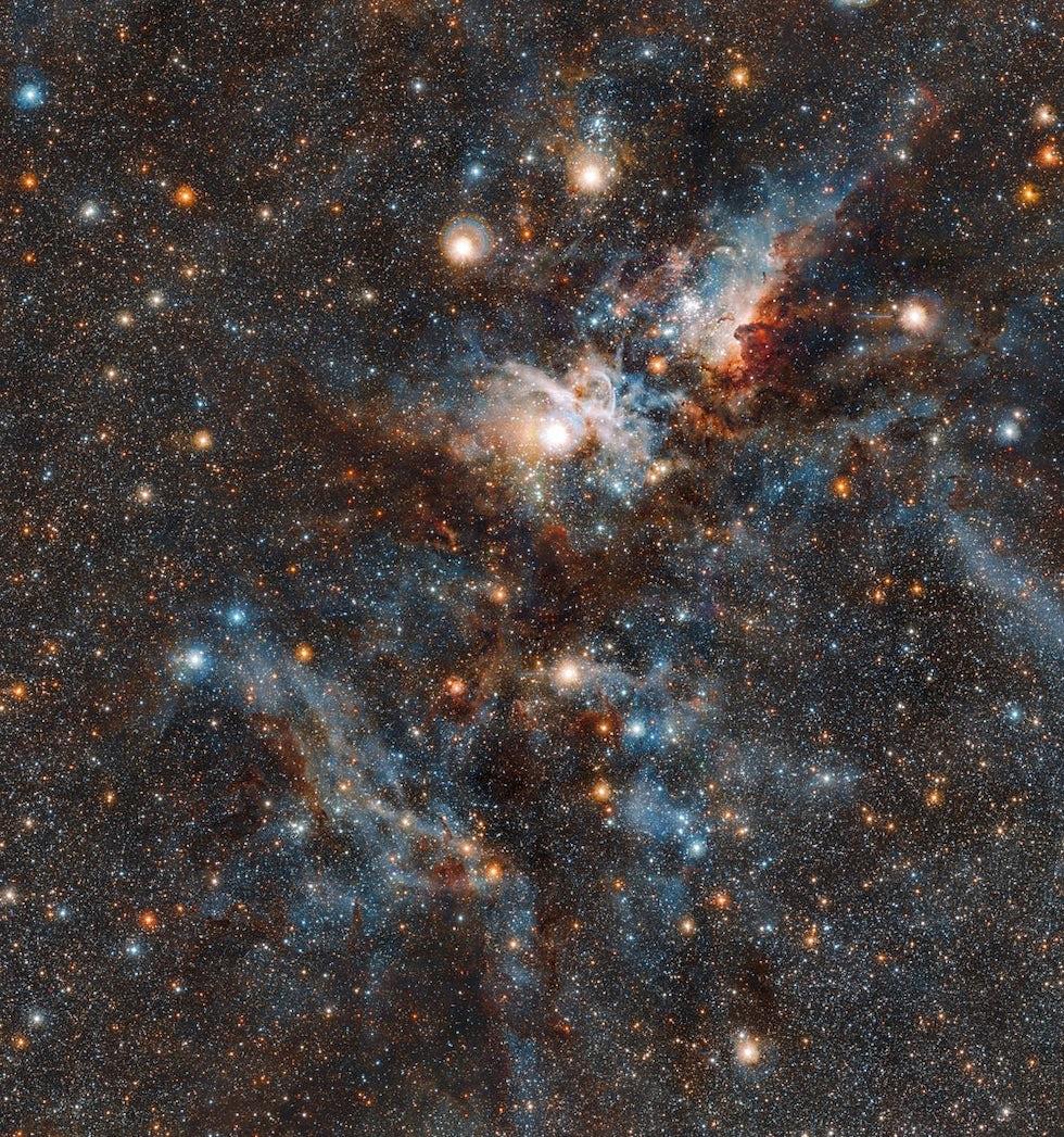 La Nebulosa de la Quilla está ubicada en el centro de la Vía Láctea, en la constelación que lleva su nombre. En el hemisferio austral a menudo es visible a simple vista en el cielo (ESO)