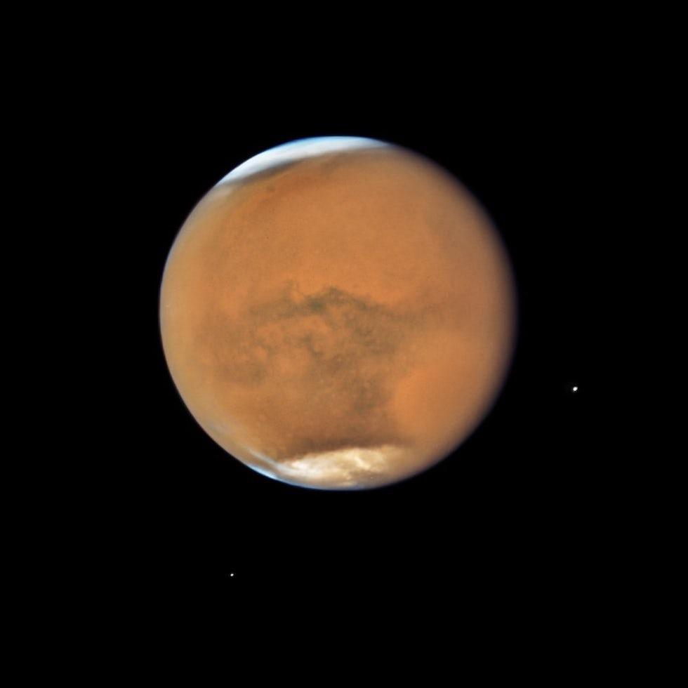 Marte fotografiado por el telescopio Hubble en su paso más cercano a la Tierra desde 2003(NASA, ESA, and STScI)