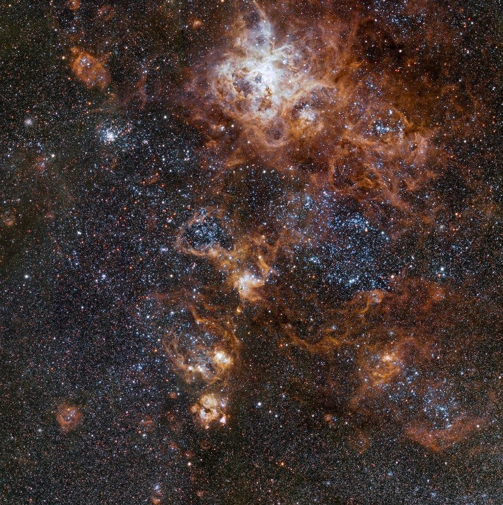 La nebulosa de la Tarántula forma parte de la Gran Nube de Magallanes , una galaxia cercana a la Vía Láctea (ESO)