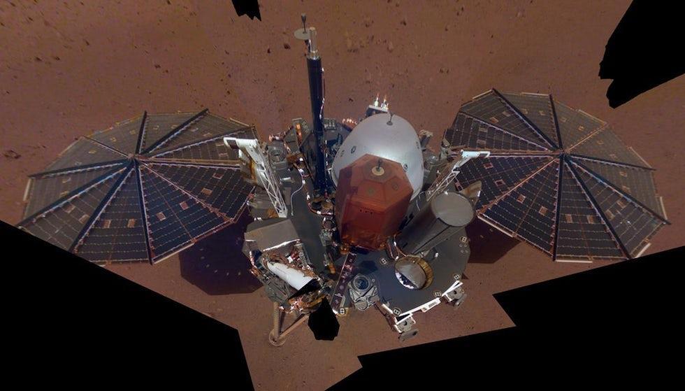 La primera selfie de Insigt, que llegó a Marte el pasado 26 de noviembre para estudiar su movimientos sísmicos(NASA)