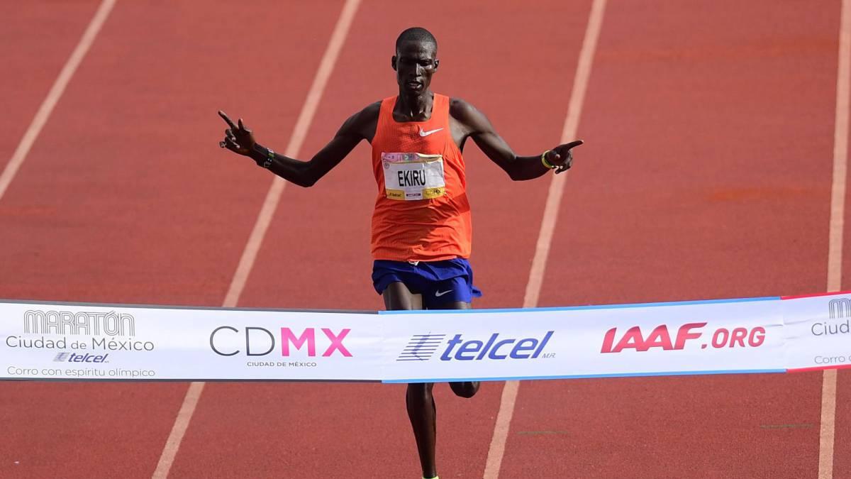 El keniano Titus Ekiru se proclamó campeón del Maratón de la Ciudad de México en 2018 (Foto: AFP)
