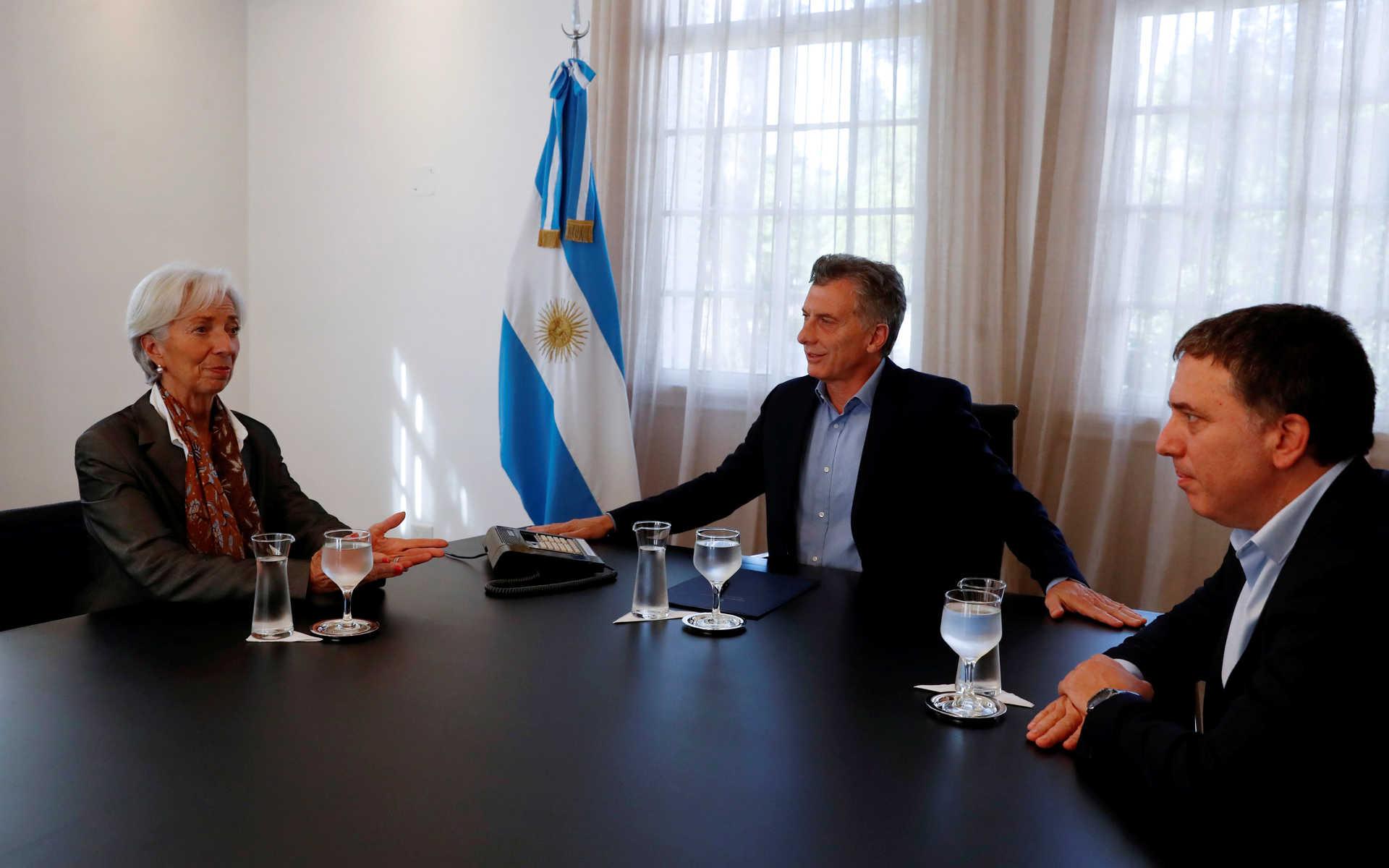 El presidente junto a la directora del FMI Christine Lagarde y el ministro de Hacienda Nicolás Dujovne