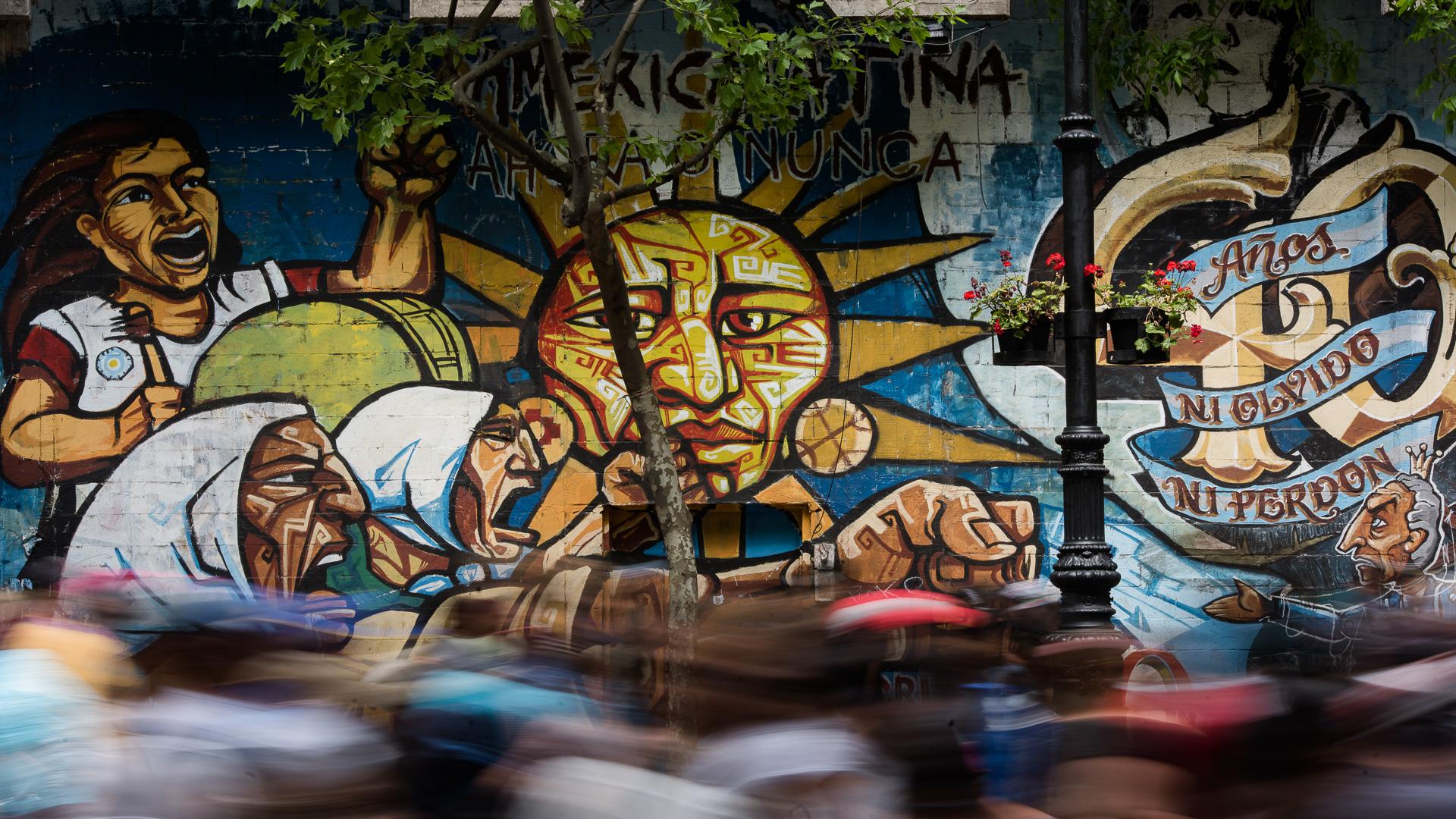 Miles de trabajadores yerbateros se movilizan al Congreso Nacional en protesta por las condiciones laboras en la industria de la Yerba Mate (Adrián Escandar)