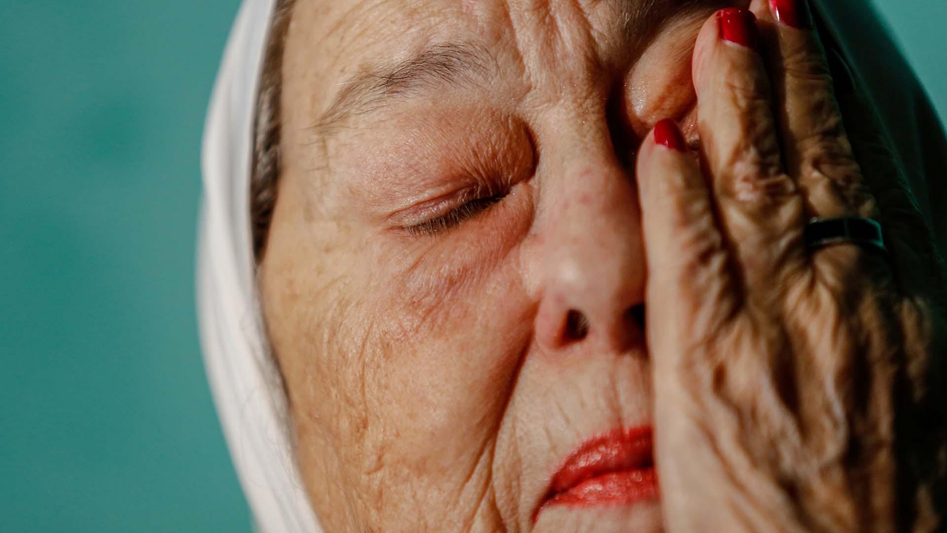 La titular de Madres de Plaza de Mayo, Hebe de Bonafini, emocionada en la celebración de su cumpleaños número 90 (Nicolás Aboaf)