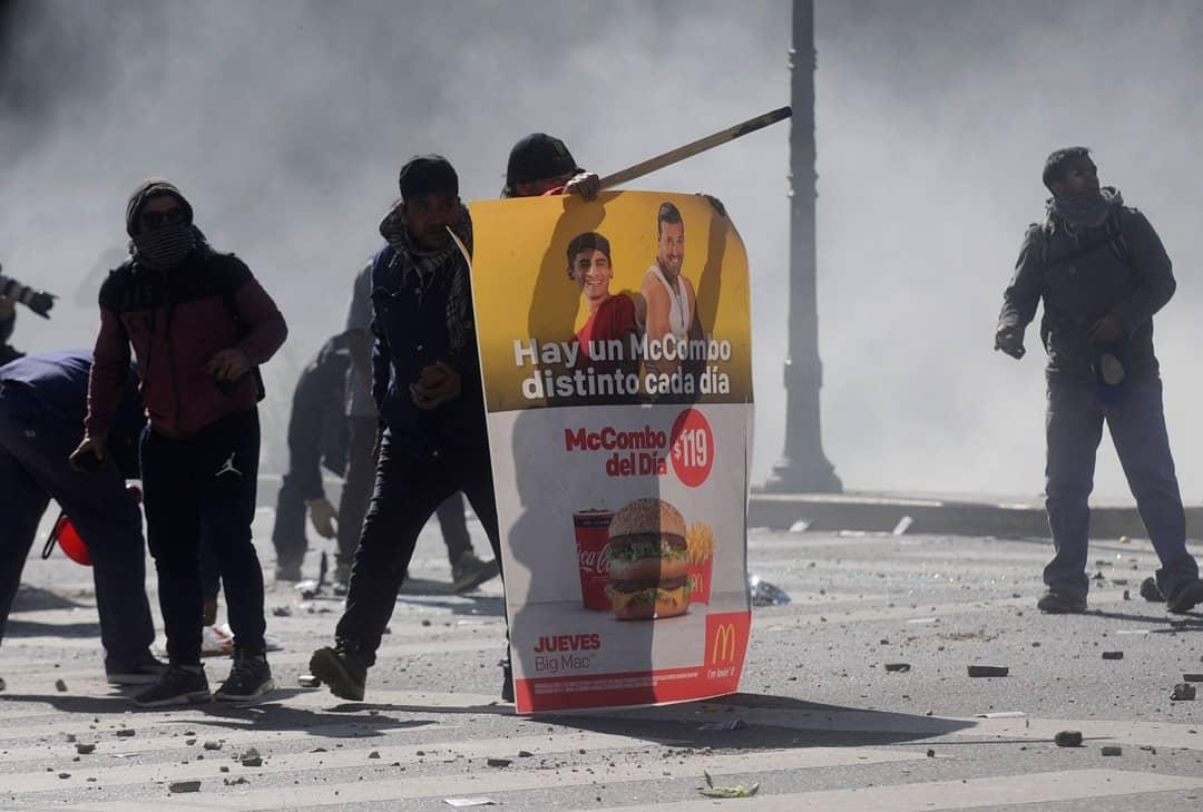 Incidentes durante una protesta de trabajadores del Astillero Río Santiago (Dino Calvo)