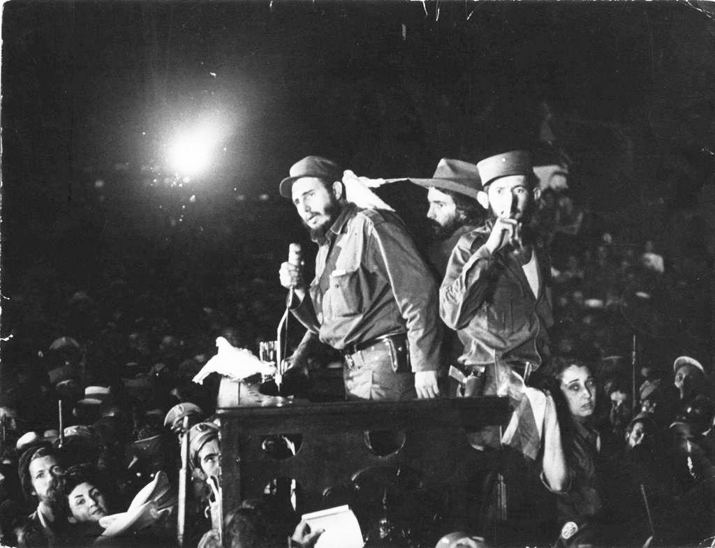 El 8 de junio de 1959, Fidel Castro habla ante sus simpatizantes en la ex base militar de Columbia rebautizada como Ciudad Libertad