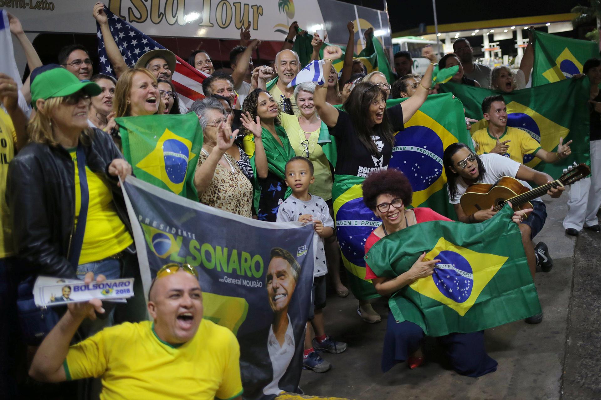 Los bolsonaristas llegaron de distintas partes del país para ver la asunción de su presidente (REUTERS/Amanda Perobelli)