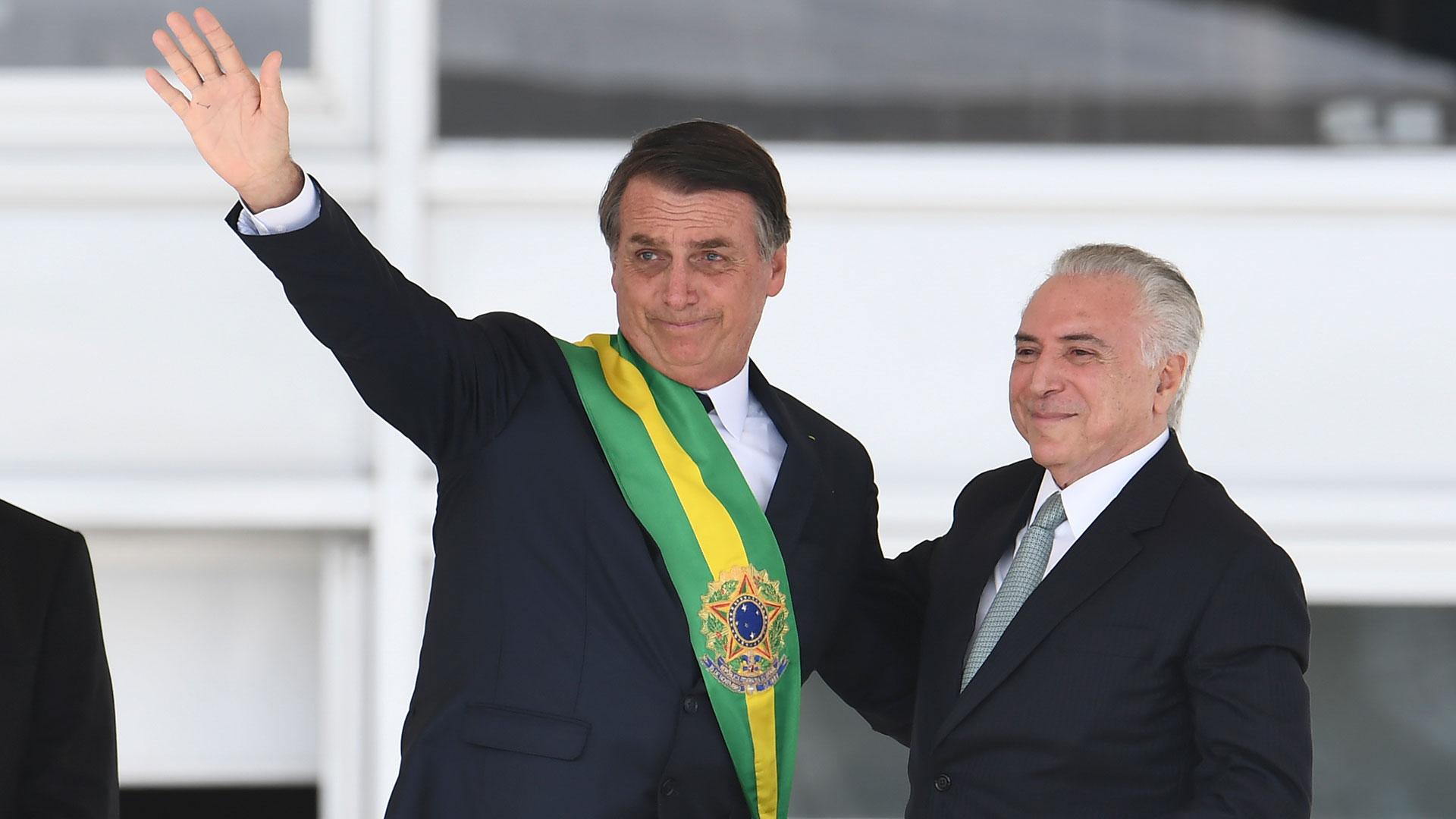Bolsonaro en su asunción presidencial, junto a su predecesor Michel Temer