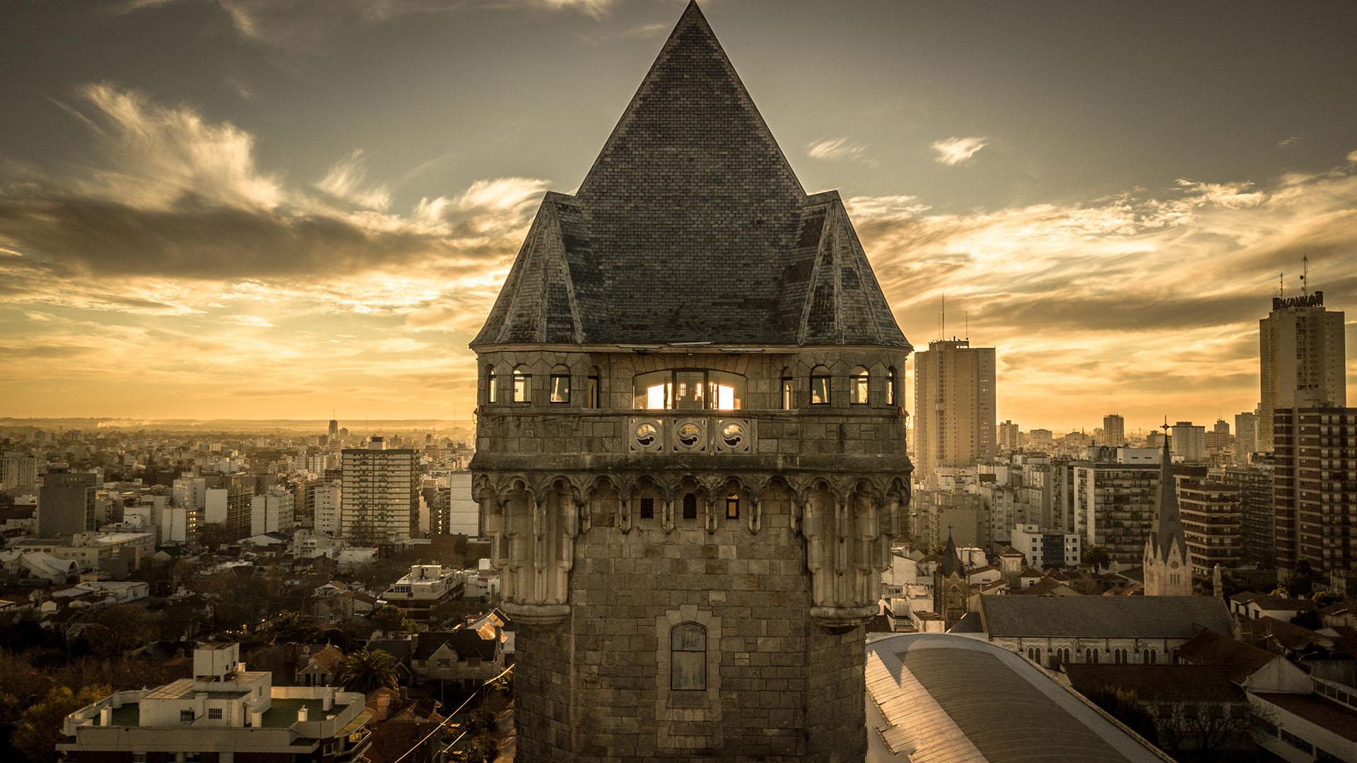 La Torre Tanque fue reconstruida en 1943 y declarada Monumento Histórico Arquitectónico Nacional por ser un emblema de la ciudad