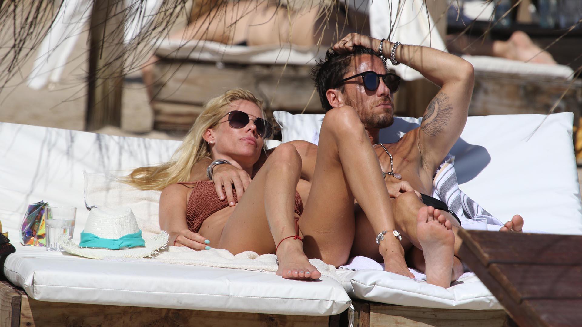 Nicole Neumann realizó una escapada romántica con Matías Tasín en las playas uruguayas, tras haber estado distanciados (GM Press)