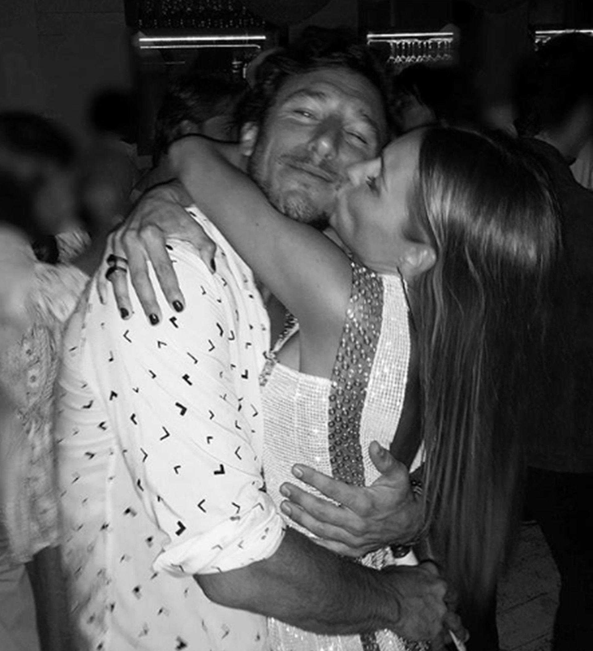 Pampita y Pico recibieron el Año Nuevo en Punta, luego de estar separados durante siete meses. La pareja no oculta más su reconciliación ¡Qué viva el amor!