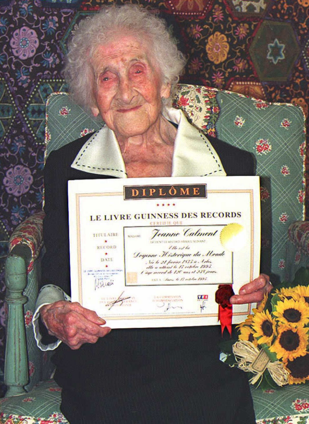 Calment, con su diploma del Guinness (AFP)