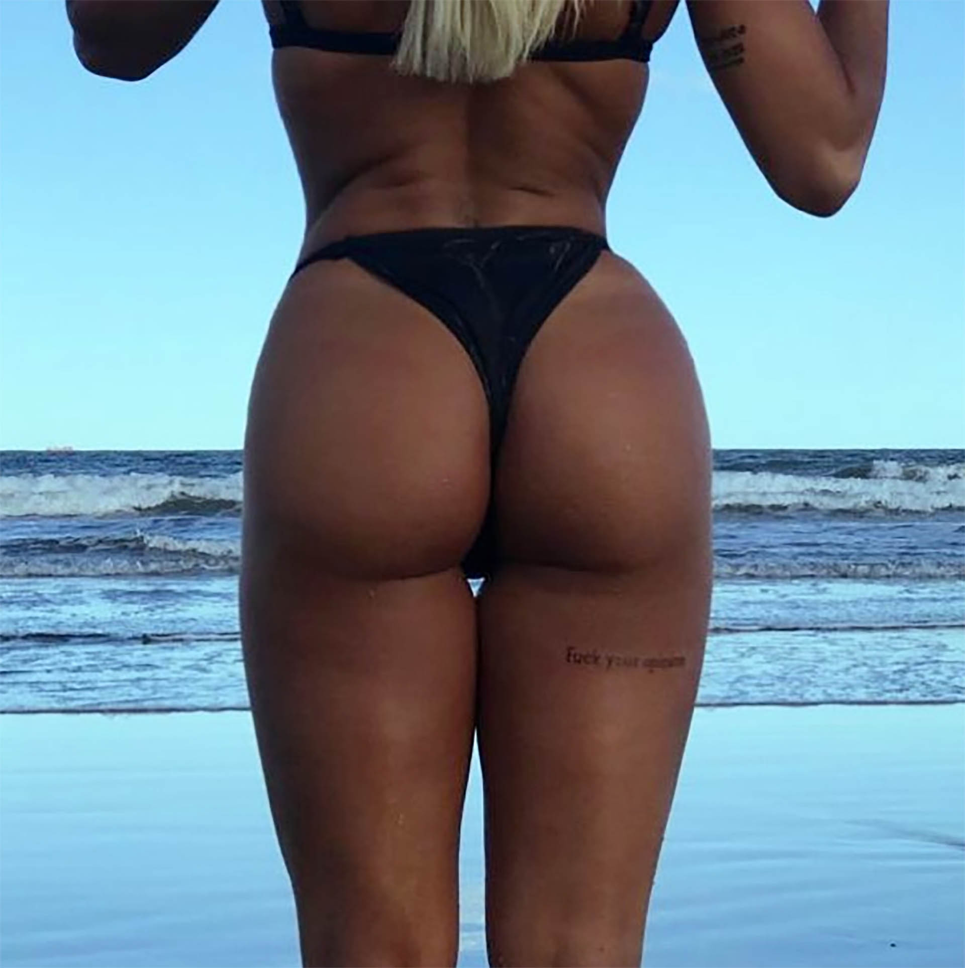 """Sol Pérez sumó un tatuaje a su cuerpo. La vedette de """"Nuevamente juntos"""" se tatuó la frase en inglés """"fuck your opinion"""" (a la m… con tu opinión) en la parte posterior de uno de sus muslos"""