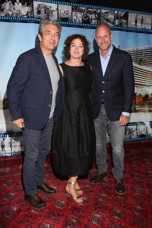 Ricardo Darín, Florencia Bas y Giuseppe Cipriani. Ella lució un elegante vestido negro en la gran fiesta que dio el empresario italiano en Gin Tonic, su fabulosa mansión de La Barra (Foto: Grupo Mass PR)