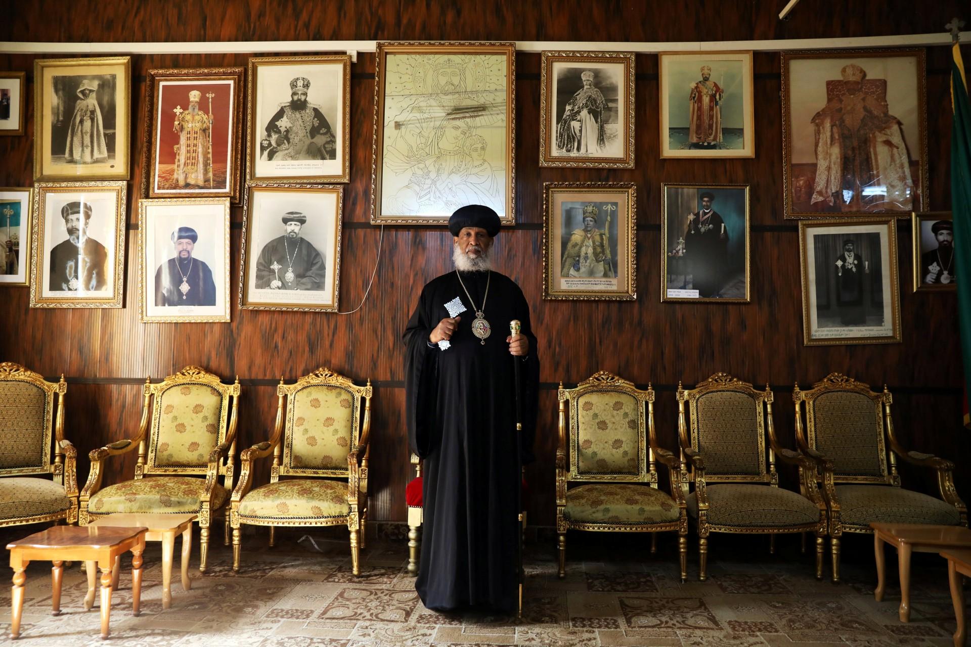 Su Gracia Abune Enbakom, Arzobispo de la Iglesia Ortodoxa Etíope en Jerusalén, posa para una fotografía en el Patriarcado Ortodoxo Etíope en la Ciudad Vieja de Jerusalén, 20 de marzo de 2018.