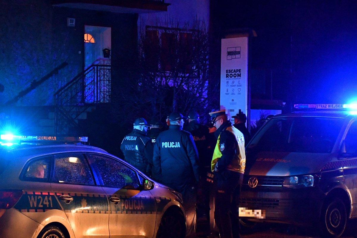 Policías en el lugar del incendio en Koszalin, Polonia