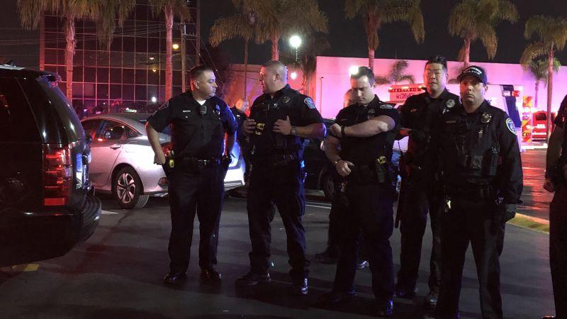 Los policías en el lugar (Los Ángeles Times)