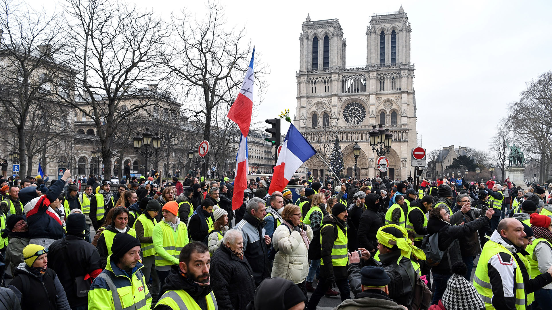 Los chalecos amarillos conmovieron a Francia (Photo by ERIC FEFERBERG / AFP)