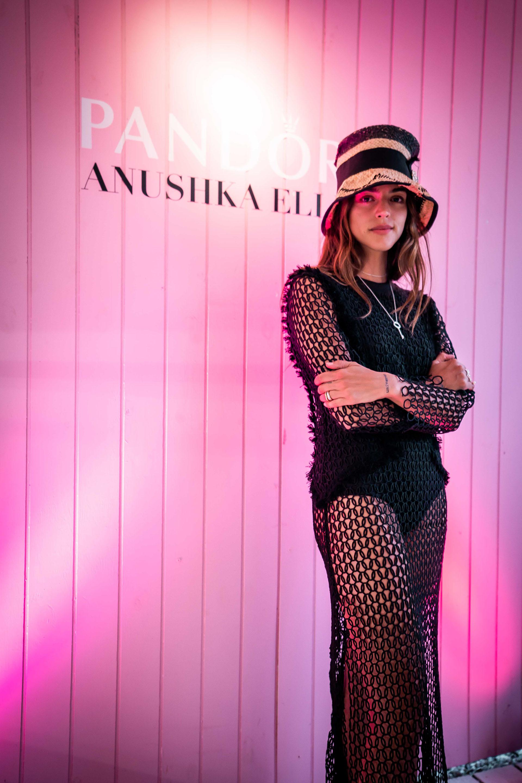 Calu Rivero asistió con Griselda Siciliani al desfile de la diseñadora Anushka Elliot, quien presentó un adelanto de su colección de invierno