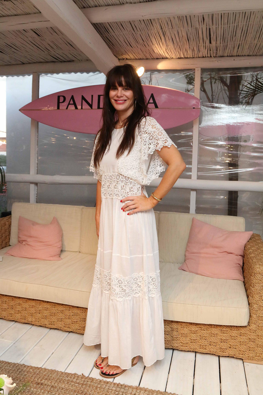 De punta en blanco: Lucila Sola lució su espectacular figura con este vestido blanco con encaje