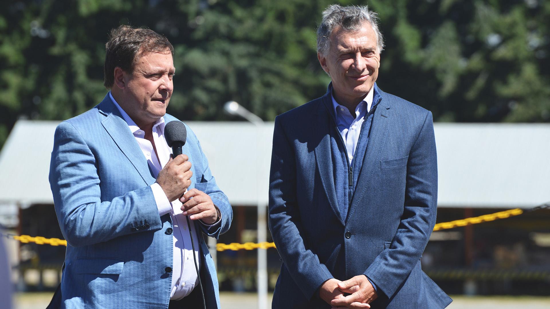 El gobernador de Río Negro, Alberto Weretilneck, junto al presidente Mauricio Macri