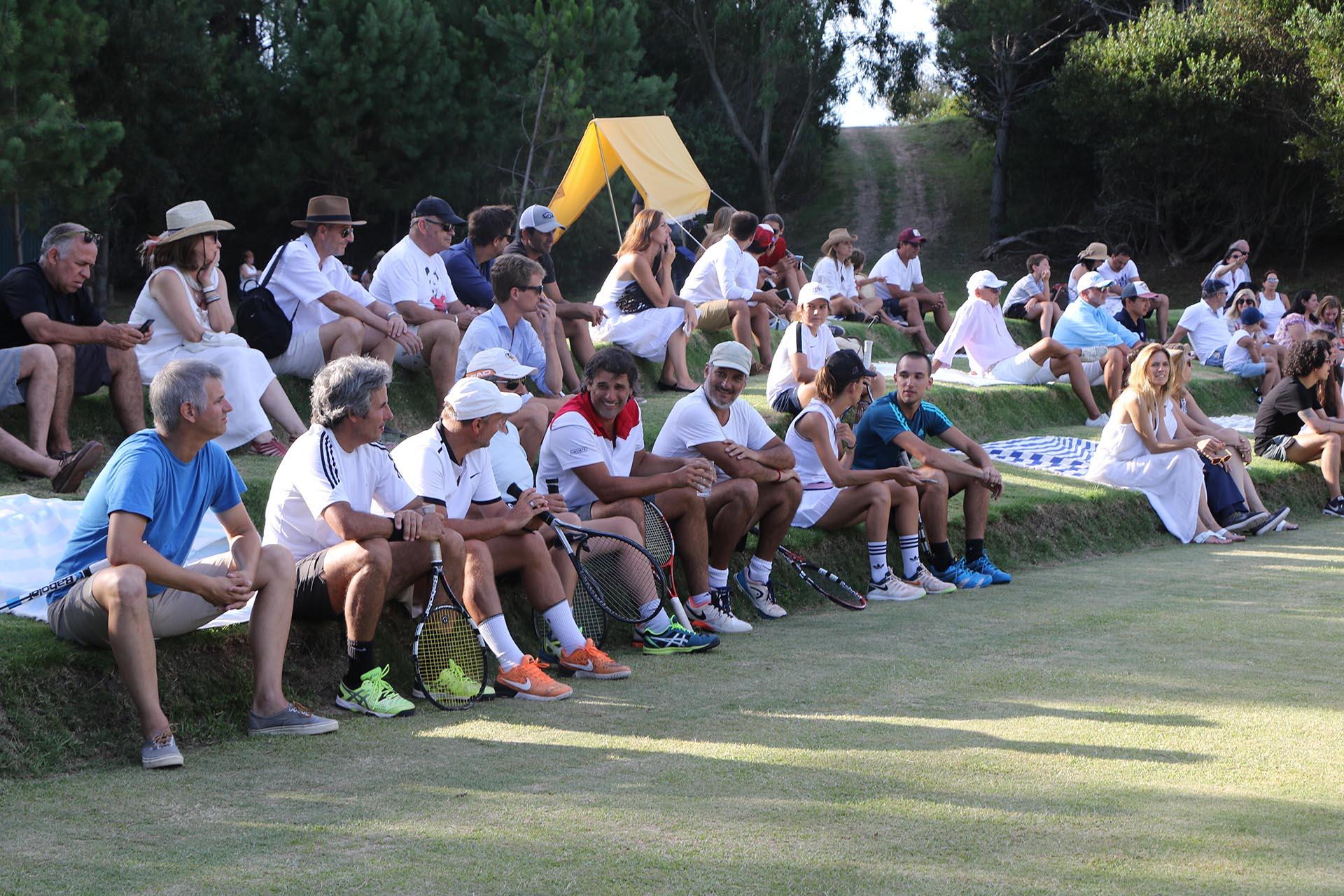 Los invitados siguieron con atención el torneo