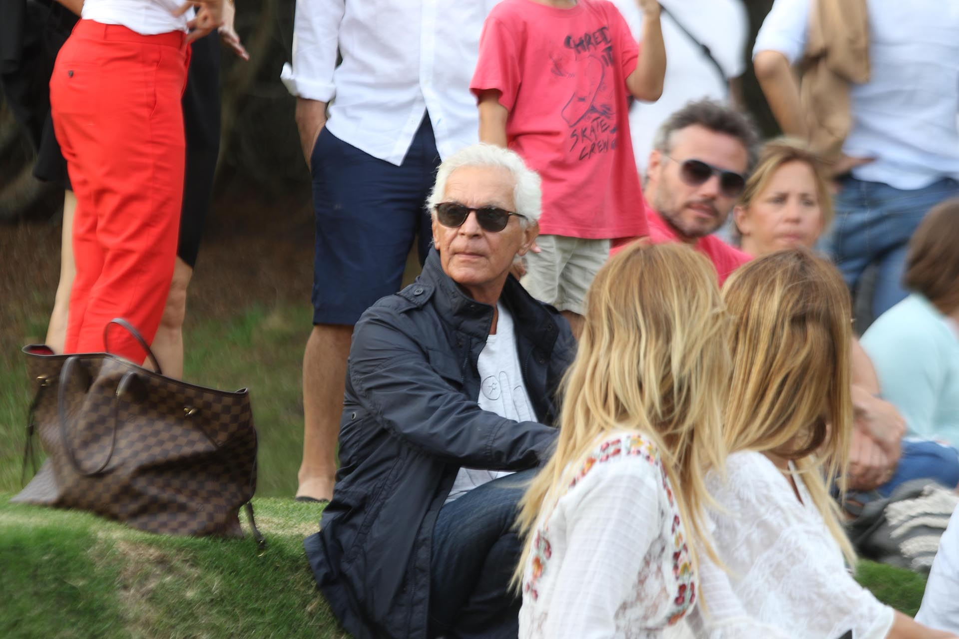 Eduardo Costantini mirando el partido