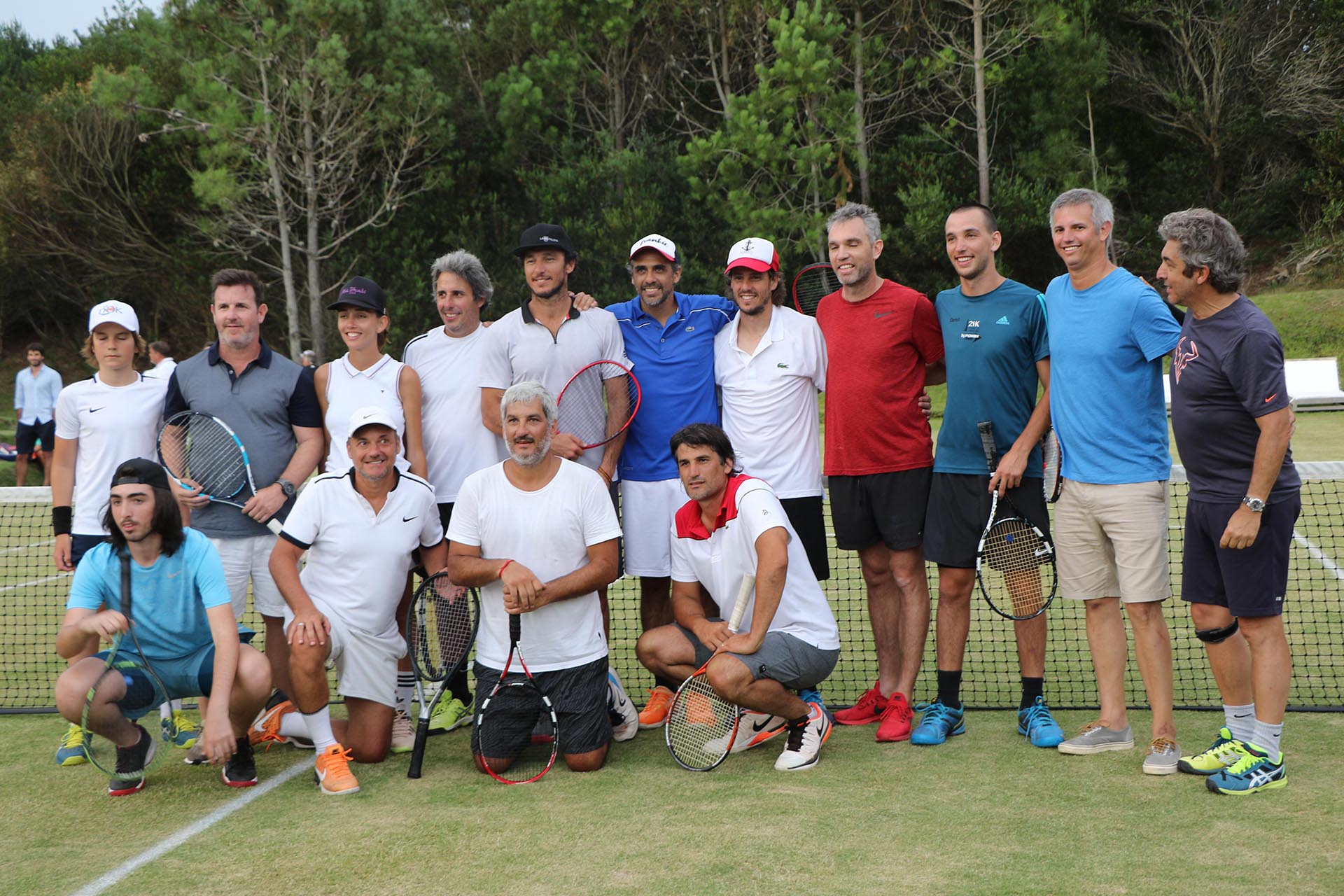 La foto grupal de todos los participantes del torneo Pro Am en Las Cárcavas /// Fotos: Matías Souto
