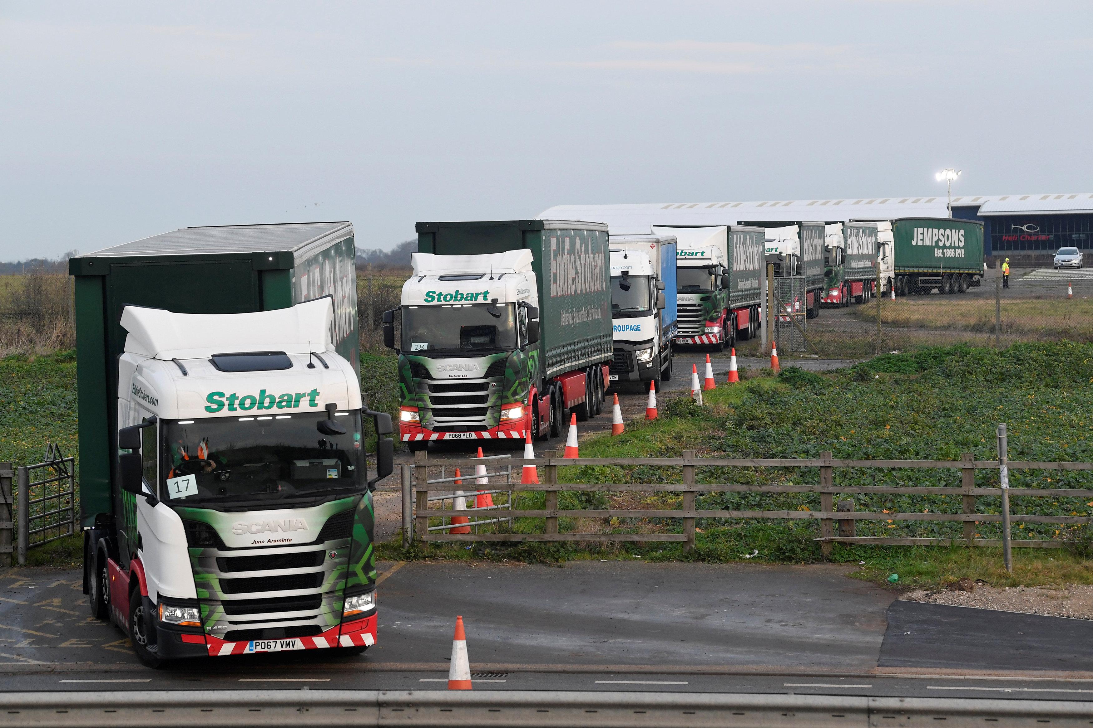 Los vehículos participantes, querecibieron un incentivo económico, se congregaron en el campo de aviación en desuso de Manston, cerca del pueblo de Ramsgate, en el condado de Kent