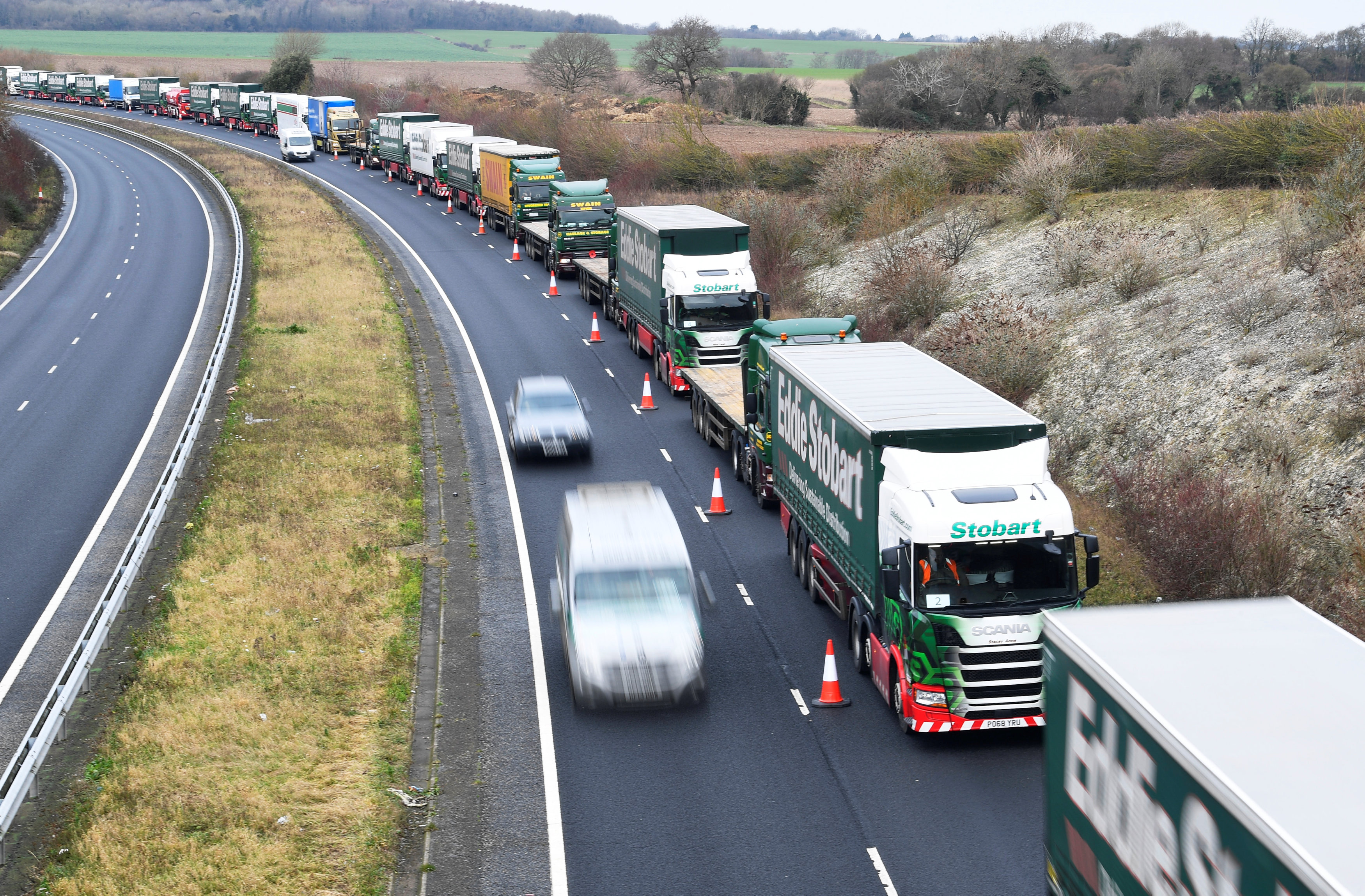 El Ejecutivo británico planea utilizar este antiguo aeródromo como zona de retención de camiones a fin de evitar la saturación de las carreteras que acceden a los principales puertos