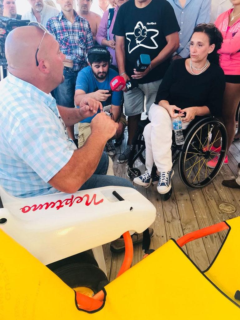 En febrero pasado, la vicepresidenta de la Nación, Gabriela Michetti, se reunió en Pinamar con Gustavo D'Angelo para conocer las sillas anfibias