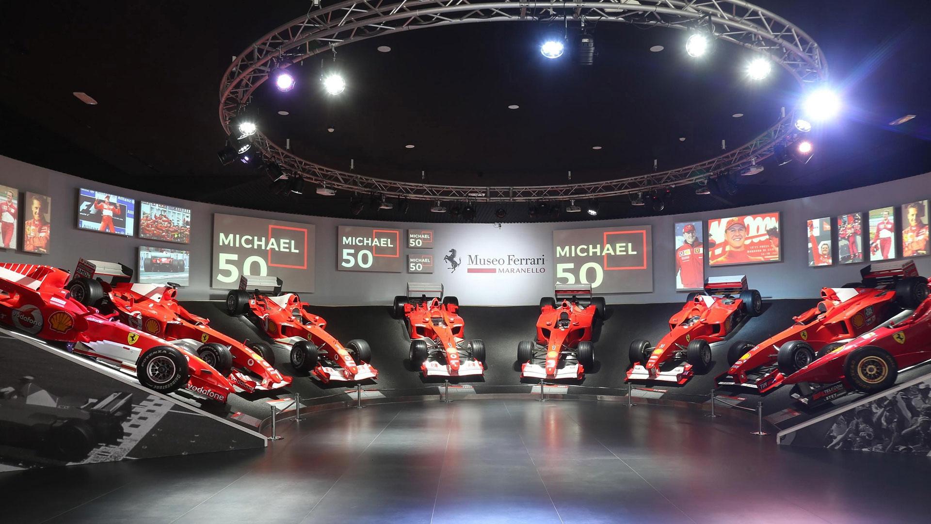 En la Sala de las Victorias los visitantes pueden ver algunos de los más importantes modelos monoplaza de Ferrari que el alemán utilizó a lo largo de sus once años de carrera con esta firma.