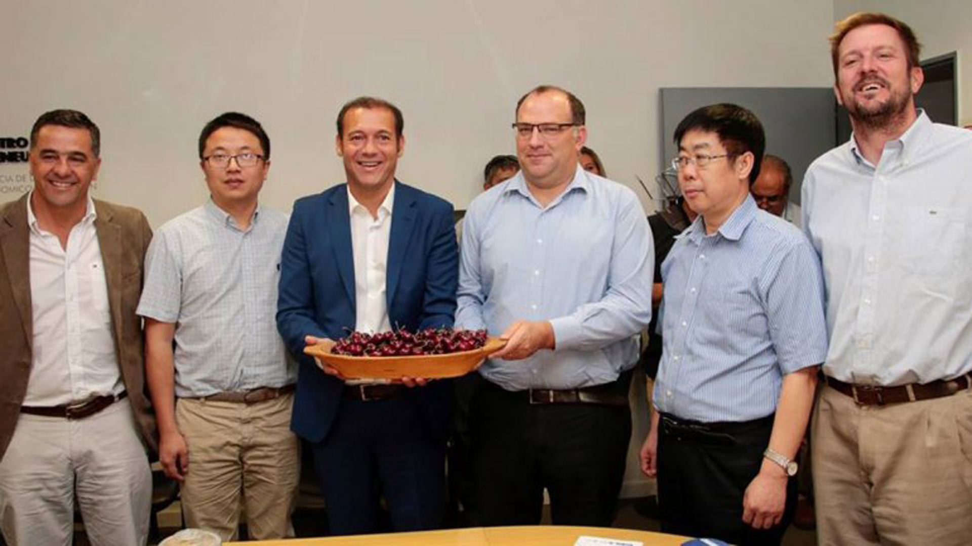 En un hecho histórico, Argentina envía el primer contenedor decerezas frescas a China. Funcionarios y provinciales realizaron hoy el anuncio en Neuquén.