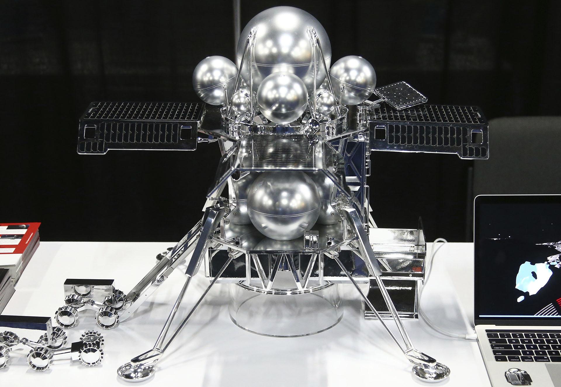 Hakuto-R presentó el robot para misiones lunares que usará Space X. (AP)