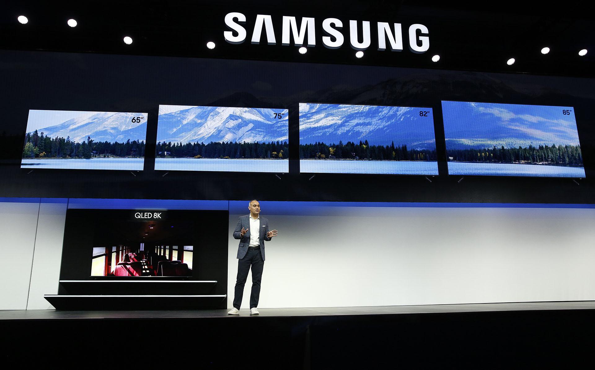 Samsung presentó su nueva línea de televisores, entre ellos el nuevo QLED 8K de 98″(AP)