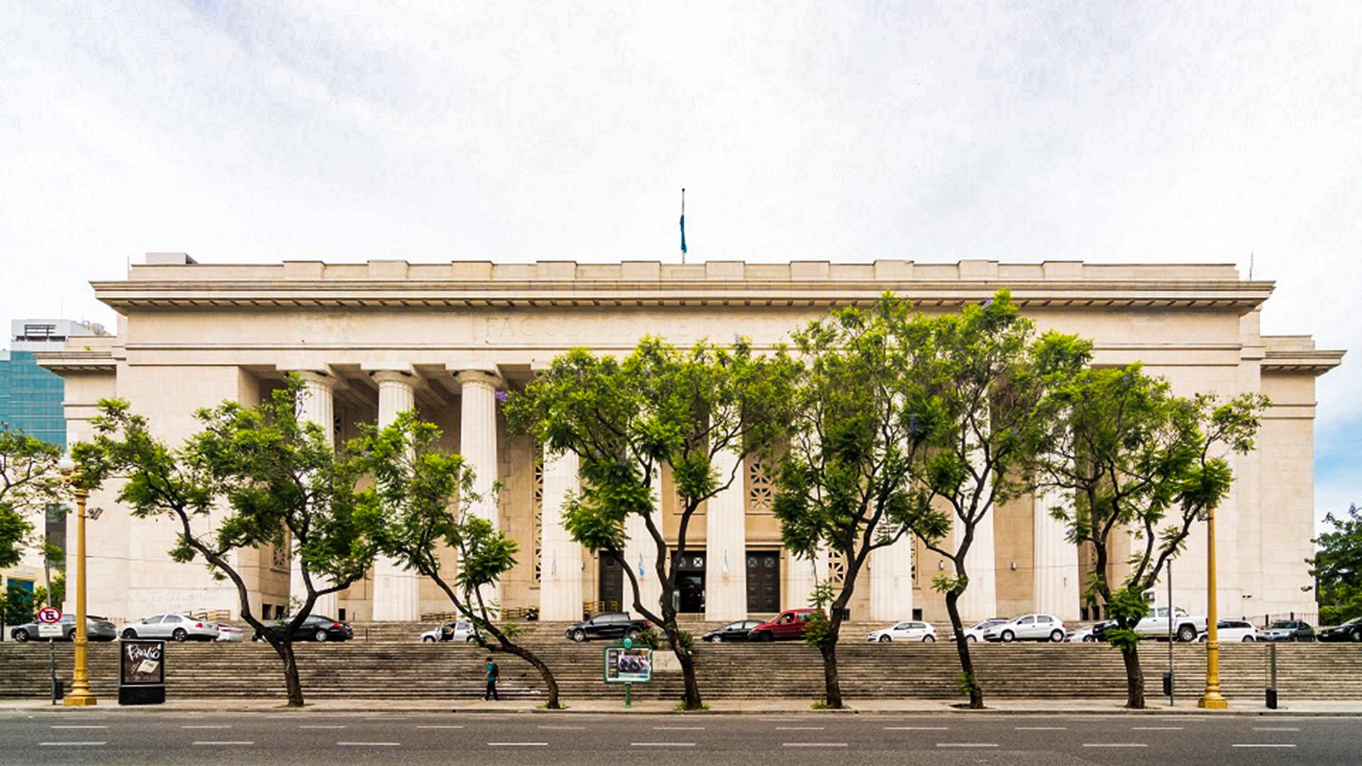 El edificio de la Facultad de Derecho de la UBA, ubicado desde 1949 sobre la Avenida Figueroa Alcorta, está dentro de uno de los circuitos guiados